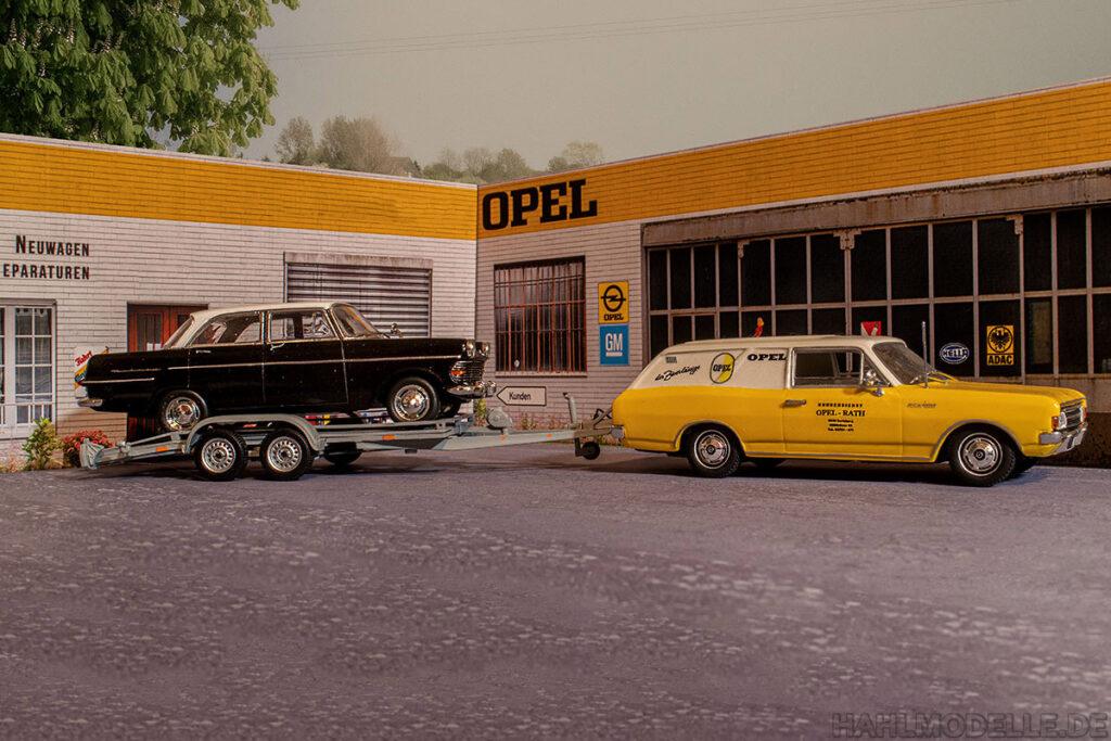 Modellauto Opel | hahlmodelle.de | Rekord C Schnell-Lieferwagen und Rekord P2 Viertürer auf Trailer