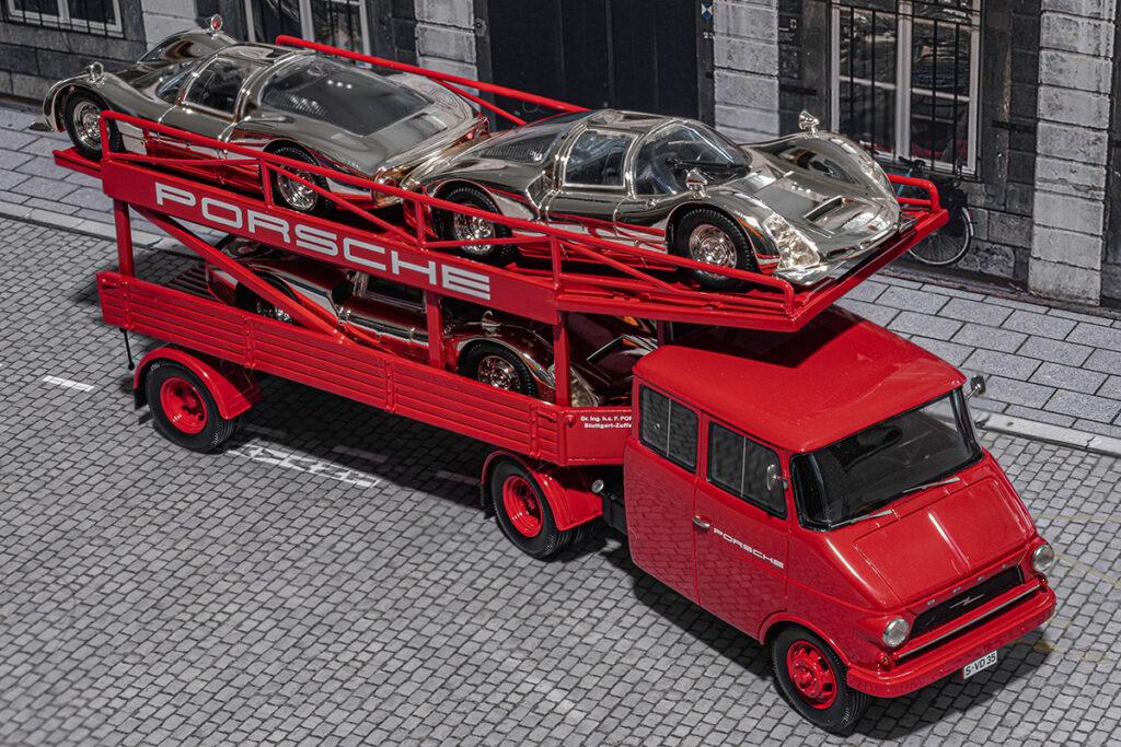 Modellauto Opel | hahlmodelle.de | Renntransporter liefert Ausstellungsstücke
