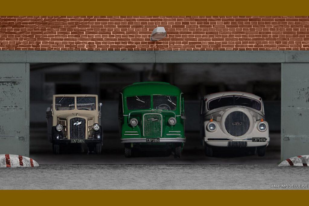 Modellauto Opel | hahlmodelle.de | Drei Busse in einer Halle