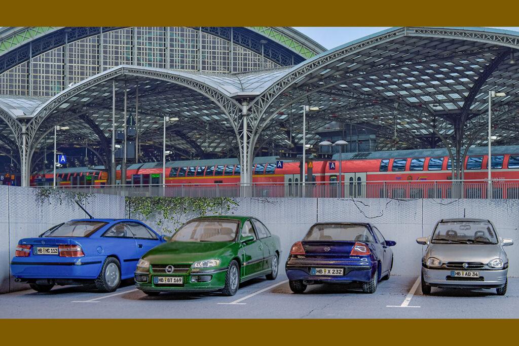 Modellauto Opel | hahlmodelle.de | In den Neunzigern vor dem Bahnhof